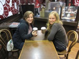 Tomando café con Elodie
