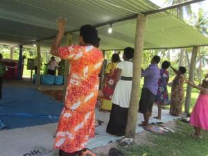 Misa fijiana en la Iglesia del pueblo