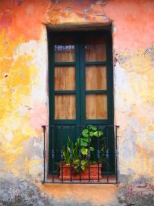 Puerta fotogénica en la Calle de los Suspiros