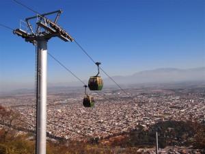 Teleférico en el monte San Bernardo con Salta al fondo