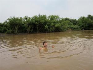 Un refrescante bañito en el río