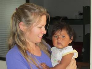 Una niña boliviana y una sueca no tan niña
