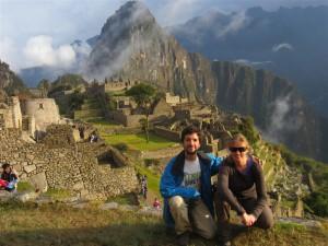 Con el Machu Picchu al fondo