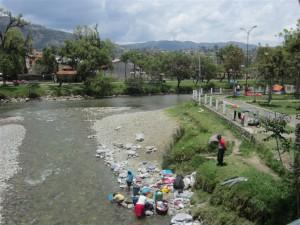 Lavado a mano en Gualaceo