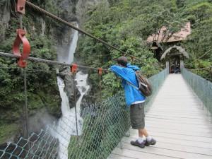 """Contemplando la impresionante cascada """"Pailón del diablo"""""""