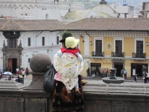 En una de las múltiples plazas de Quito